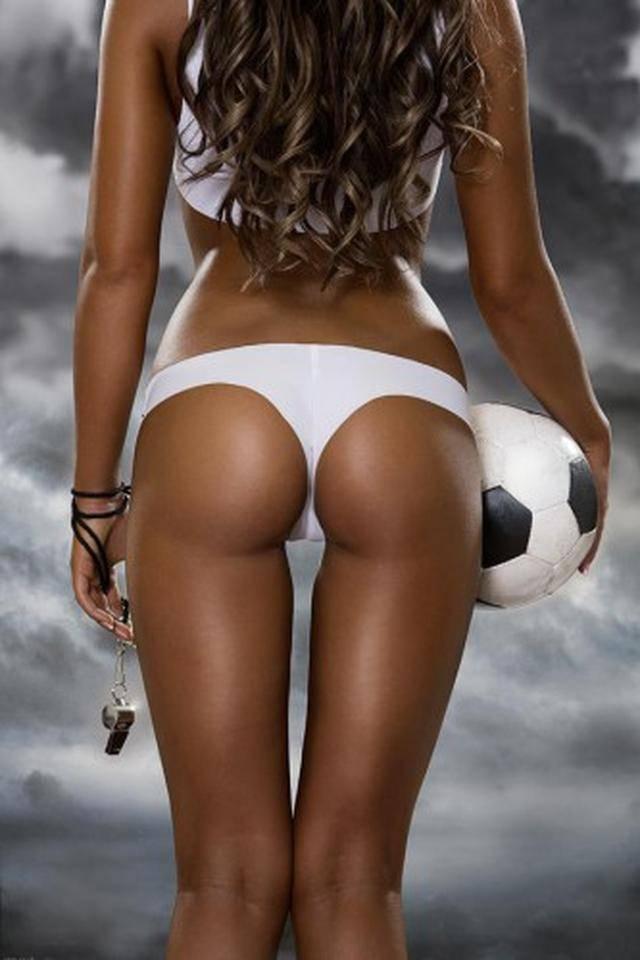 Ванной резиновым голая девушка и большой мяч фото