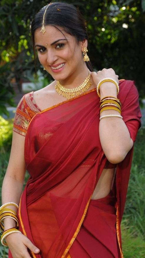 Shraddha Arya Hot