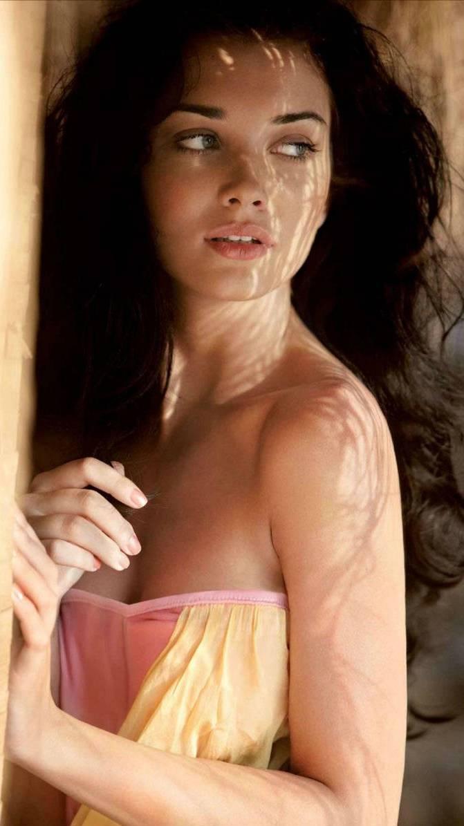 Amy Jackson Hot Pose