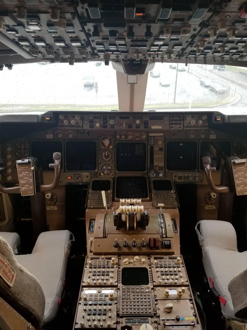 747 Cockpit