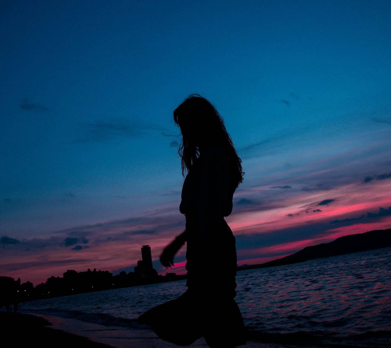 Silhouette girl
