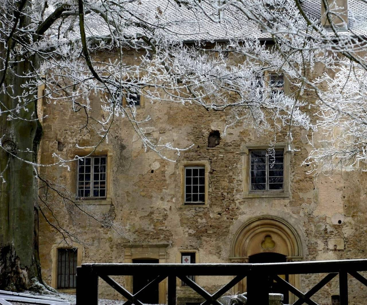 Old House Winter Hd