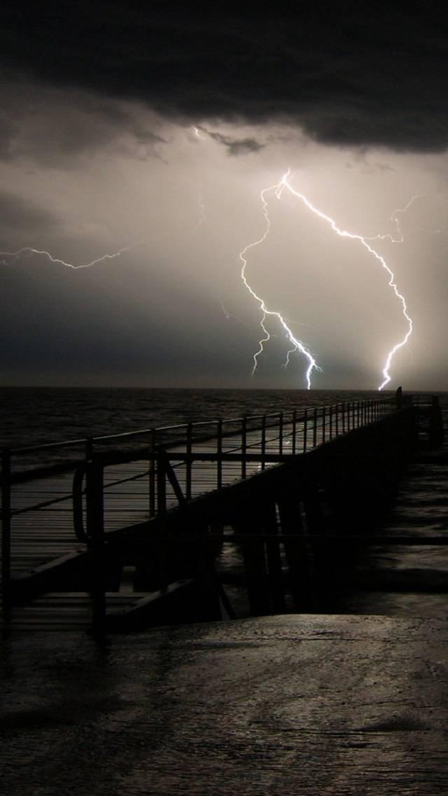 B And W Lightning