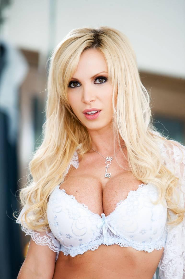 nikki-bents-novosti-ukrainskoe-lishenie-porno-roliki