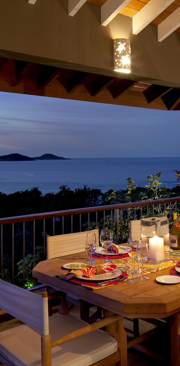 Villa Outdoor Dining
