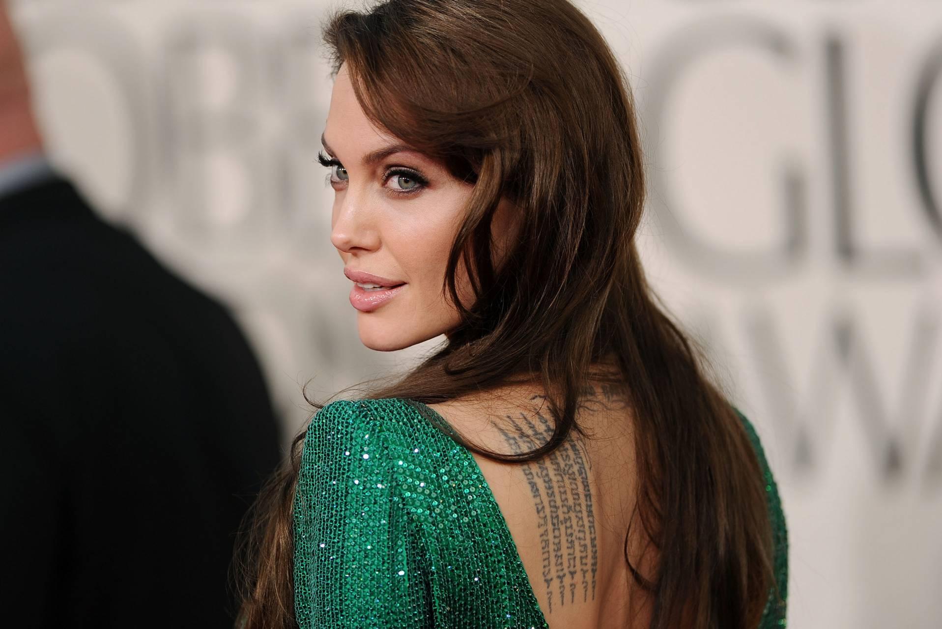Angelina Jolie Hot And Sexy Pics angelina jolie wallpapermanorocks - 93 - free on zedge™