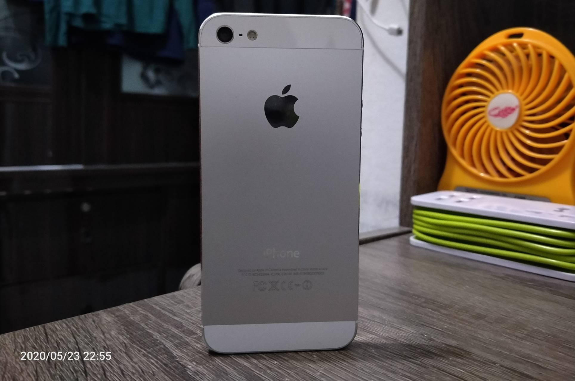 Standing iPhone 5