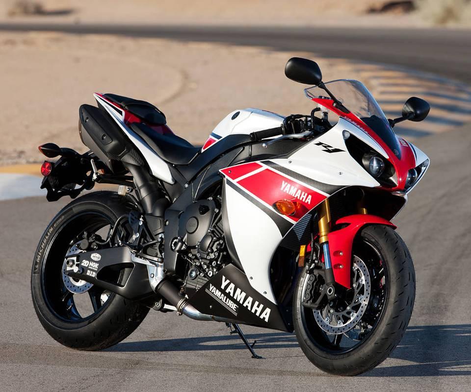 Yamaha R1 Red
