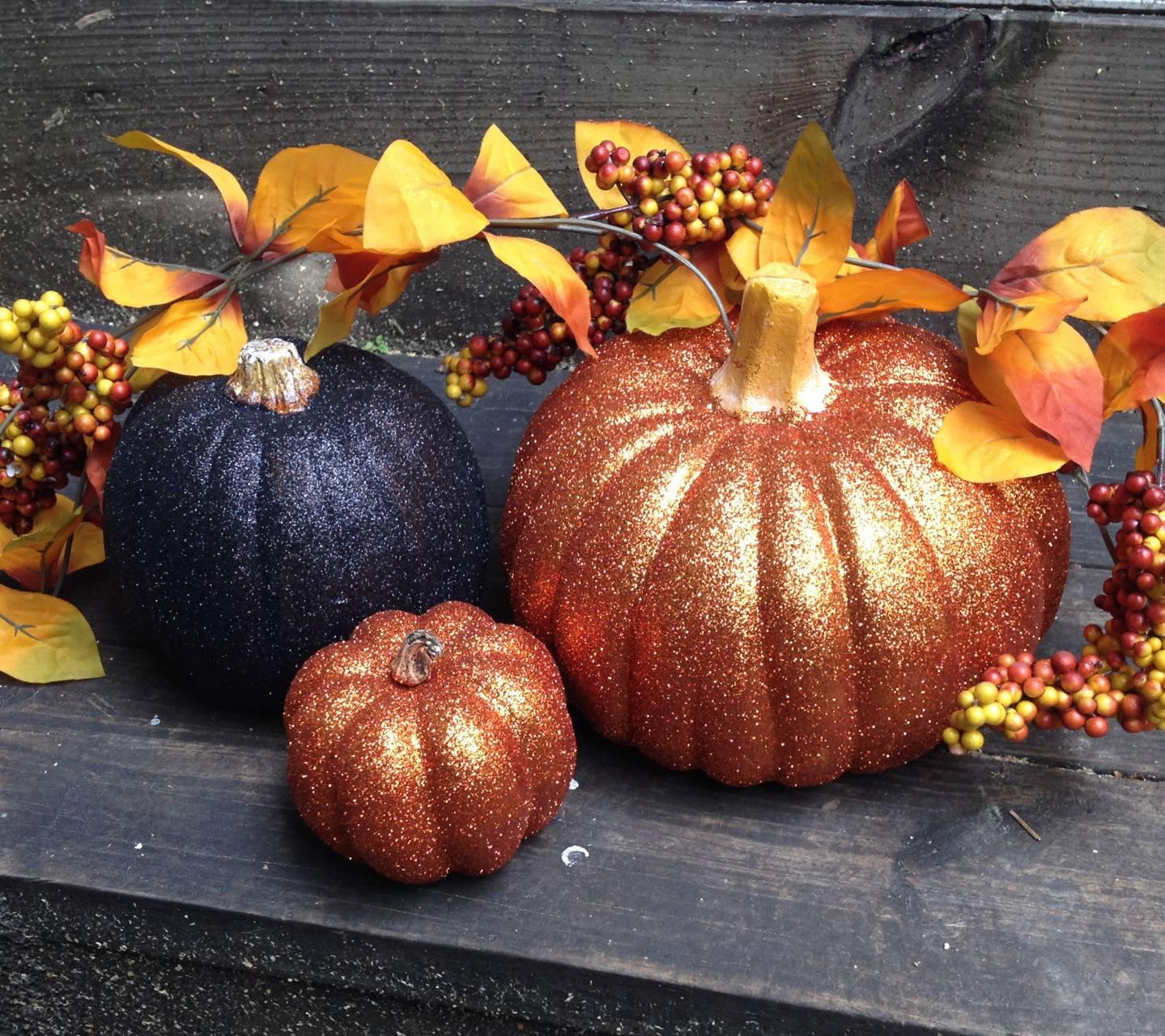 fall glow pumpkins