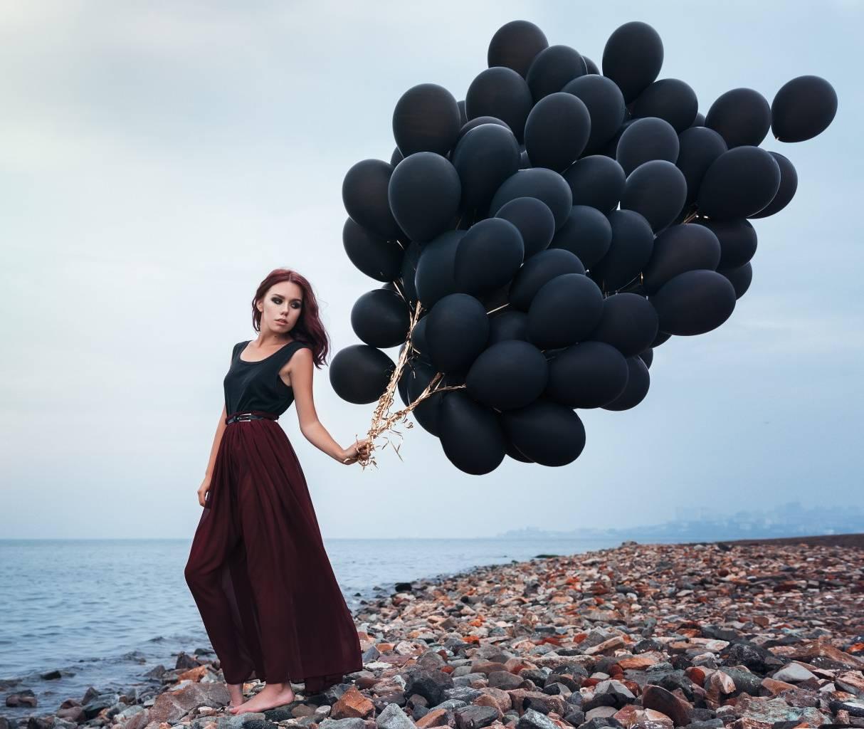 фото моделей с черными воздушными шариками комплект