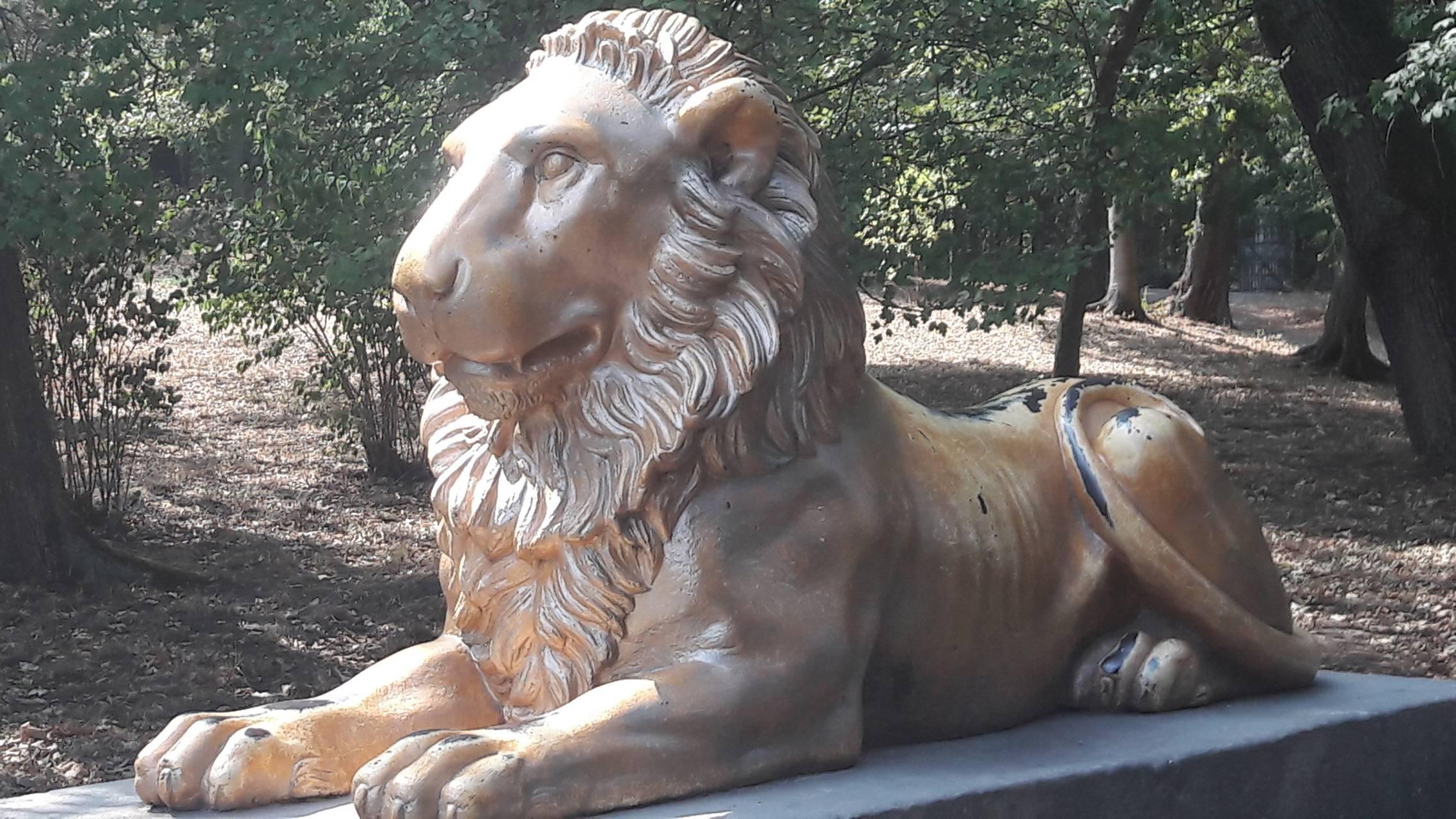 loewen statue