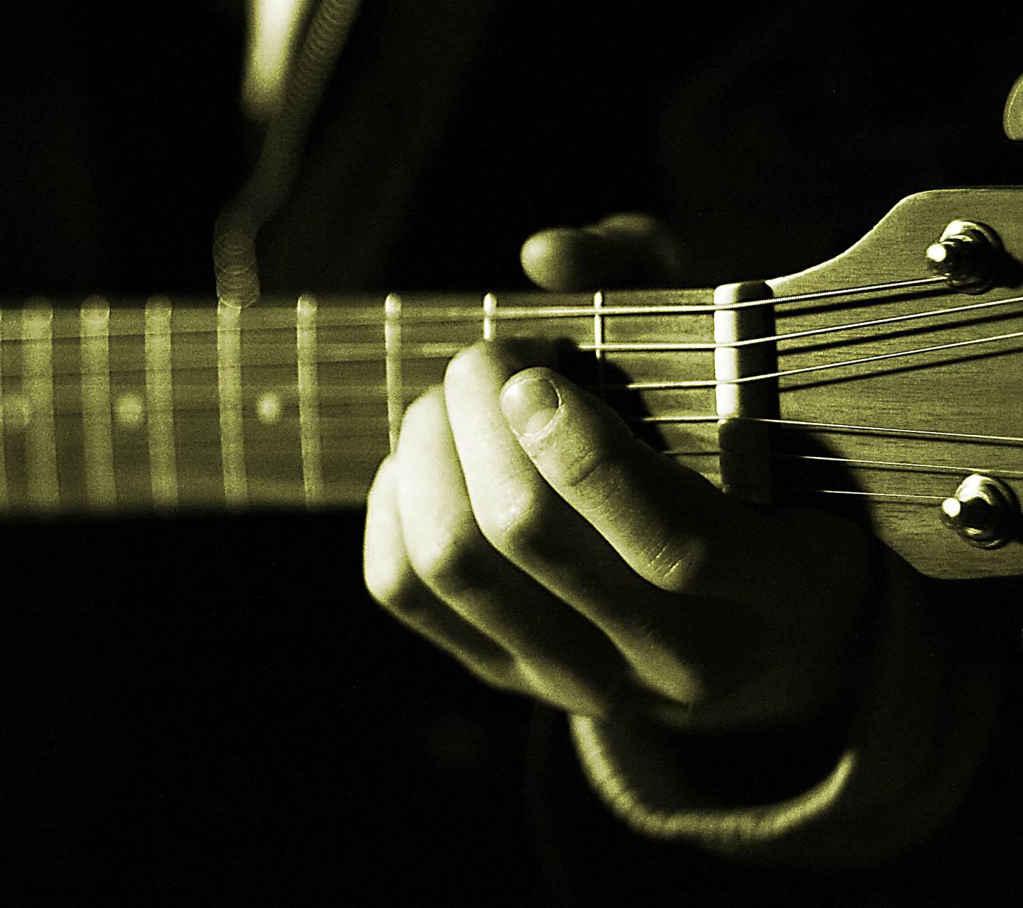 guitarists hands 1