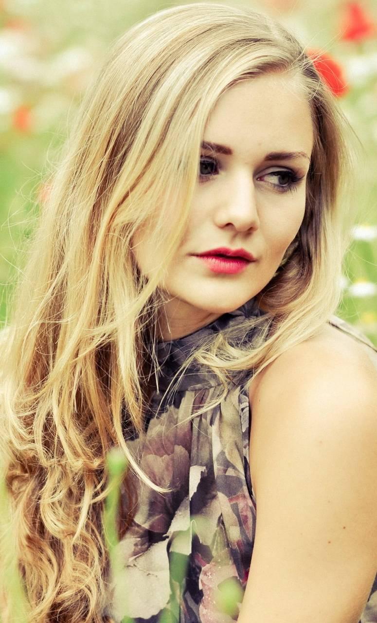 model Girls BLONDE