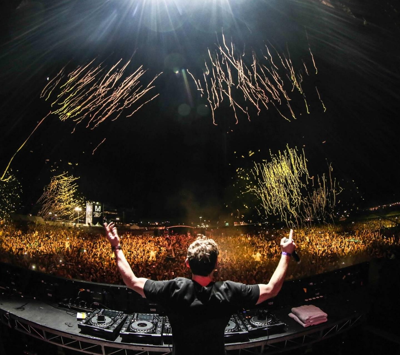 DJ in Live