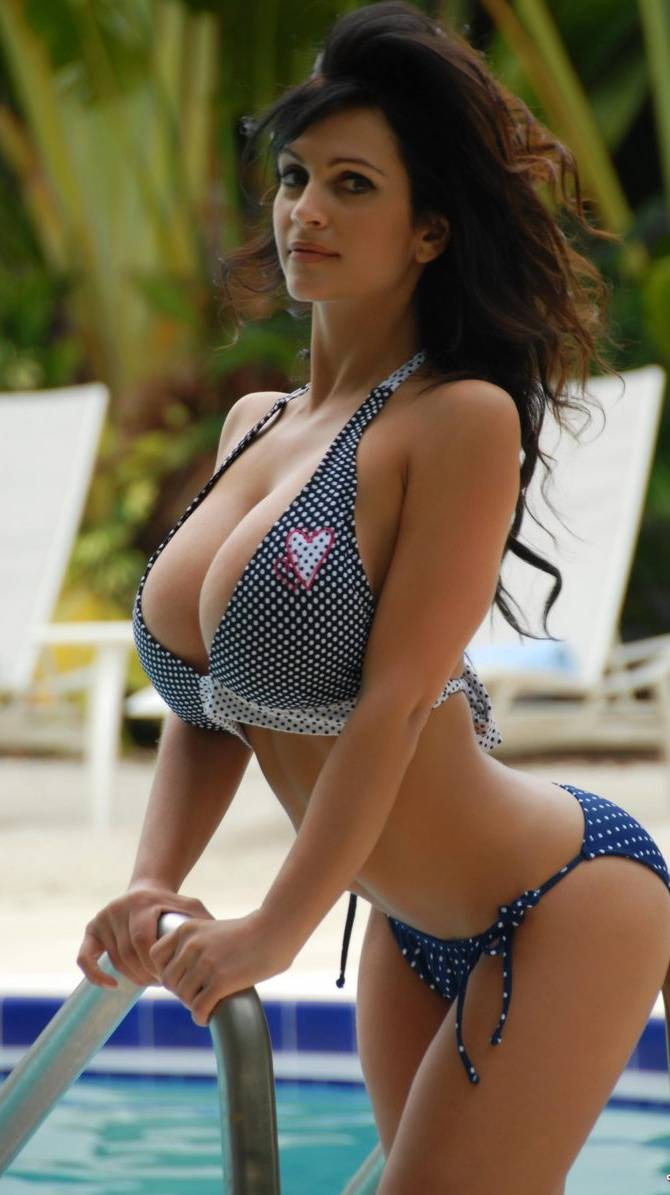 Hot Denise Milani