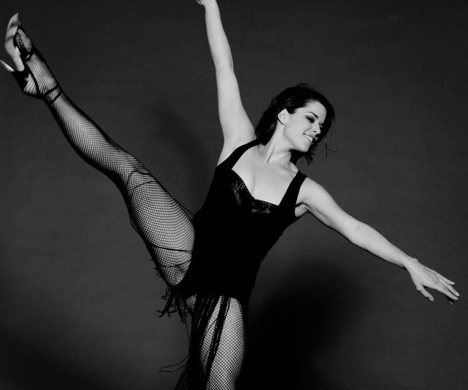 Neve Campbell Ballet