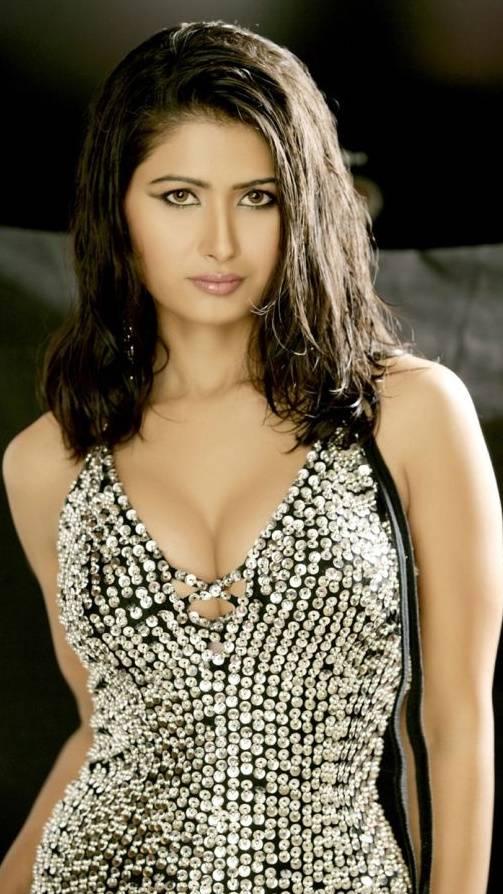 Divya Dwivedi Hot