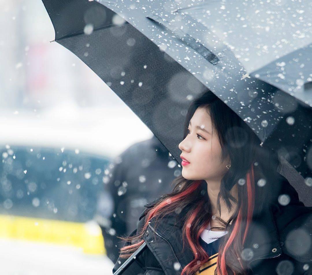 TWICE Sana snow