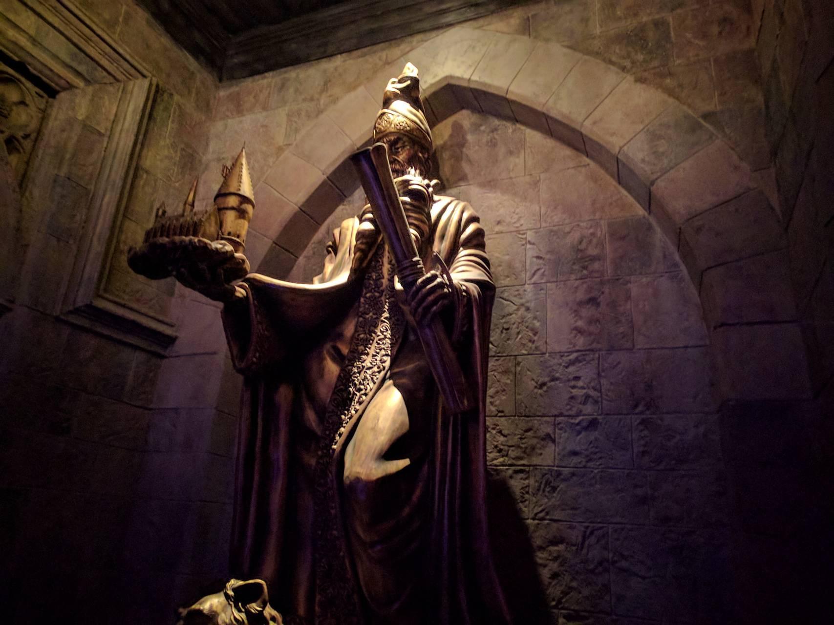 Hogwarts statue