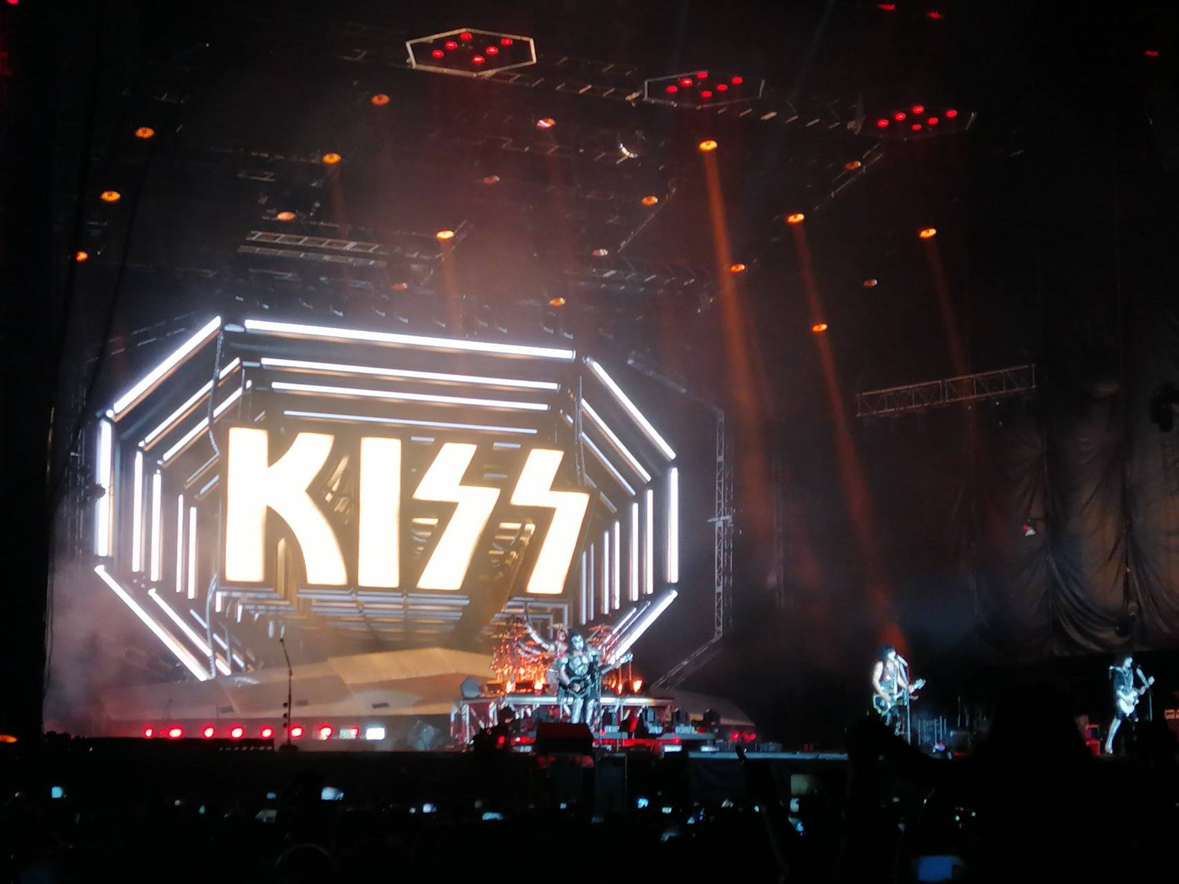 Kiss domination
