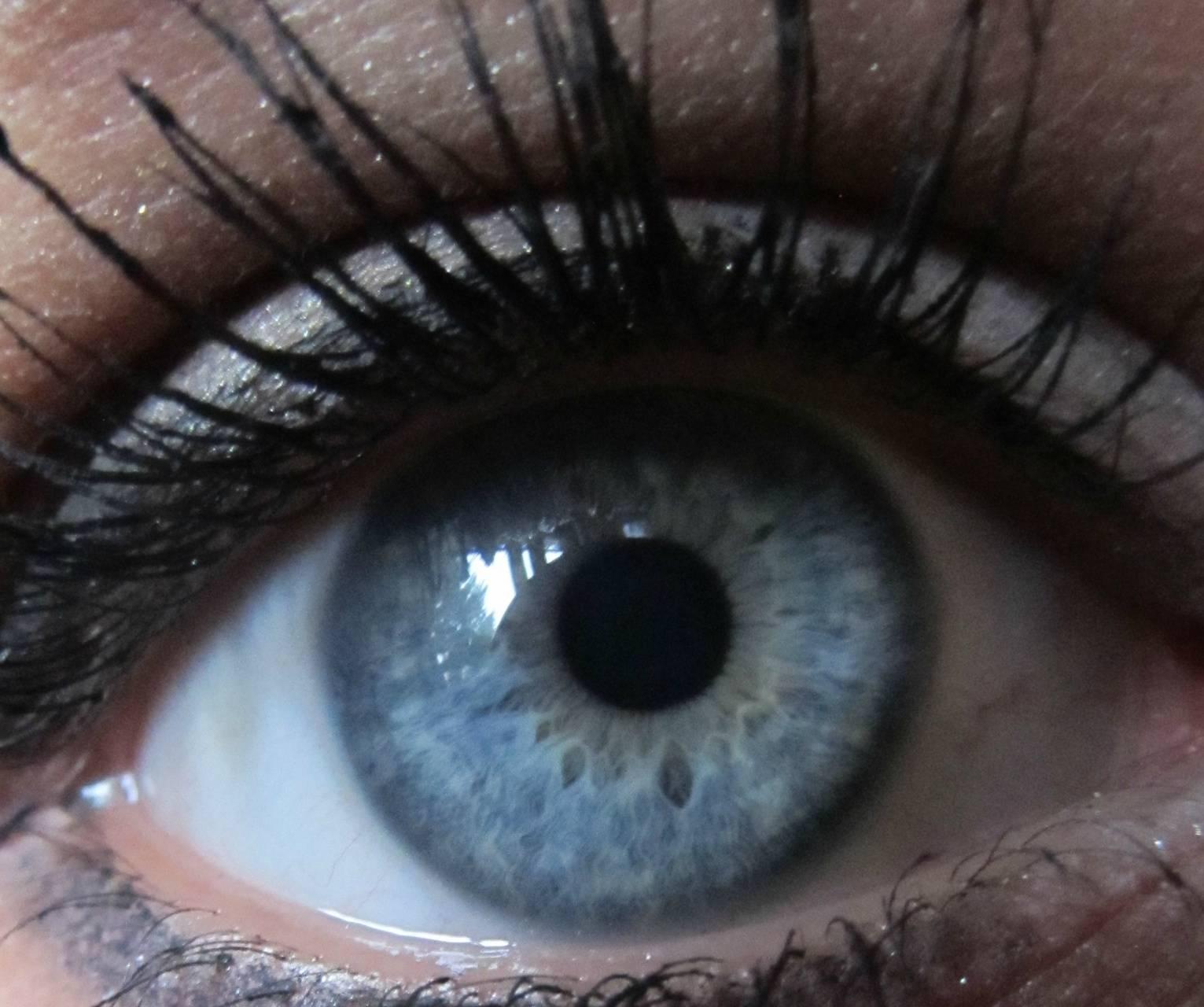 oko plavo oko