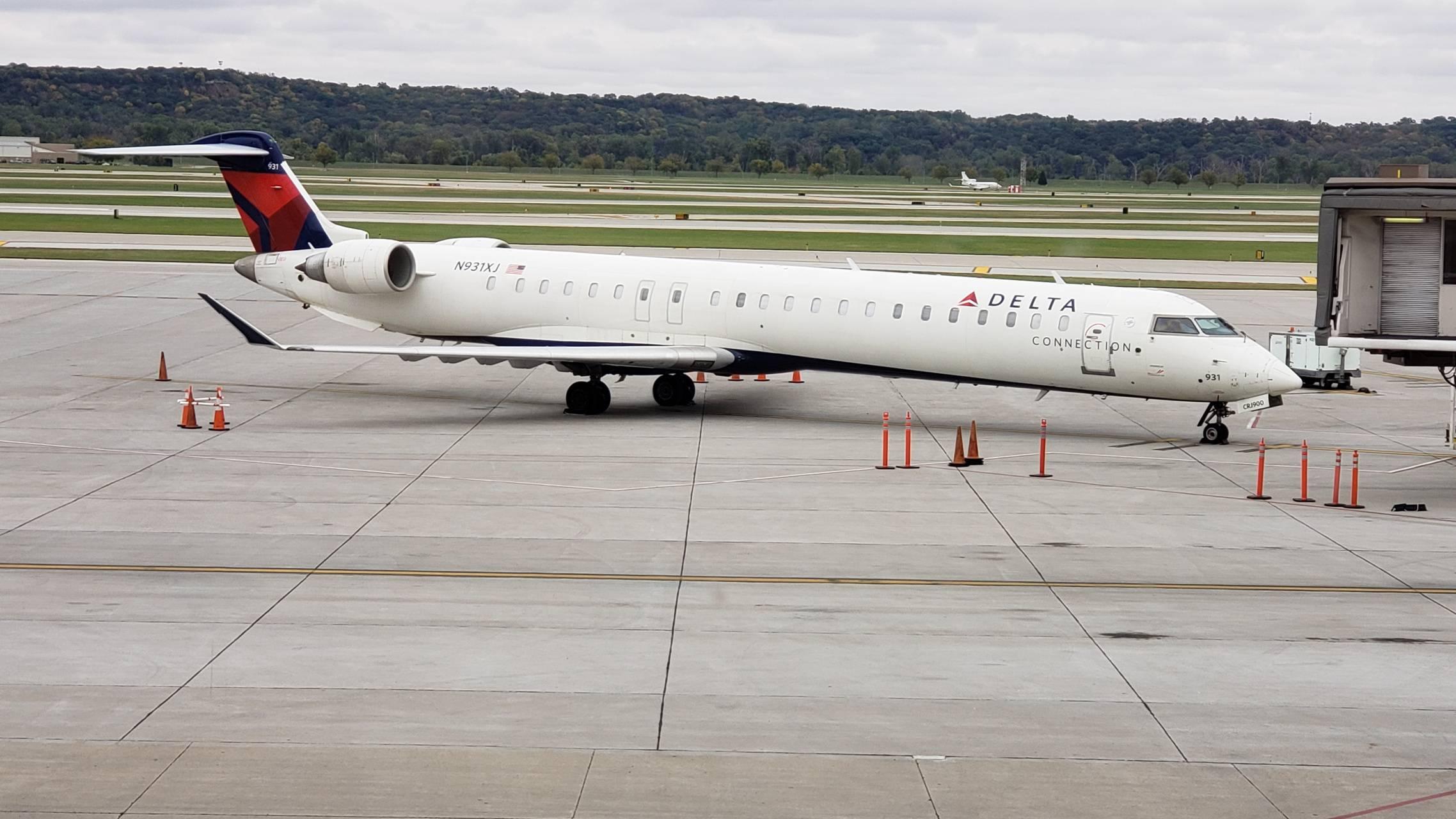 Delta CRJ 900