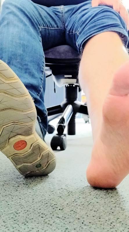 Feet vs Shoe
