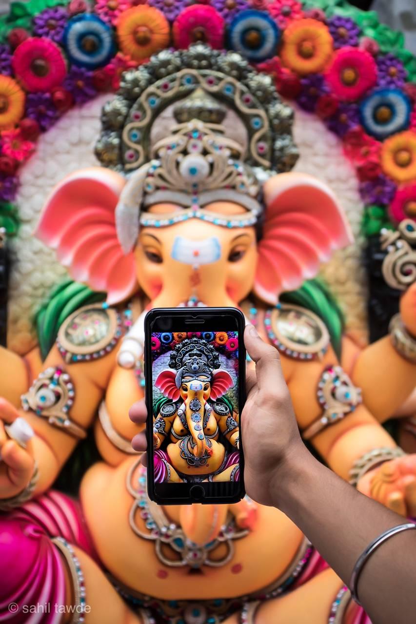 Ganpati in phone