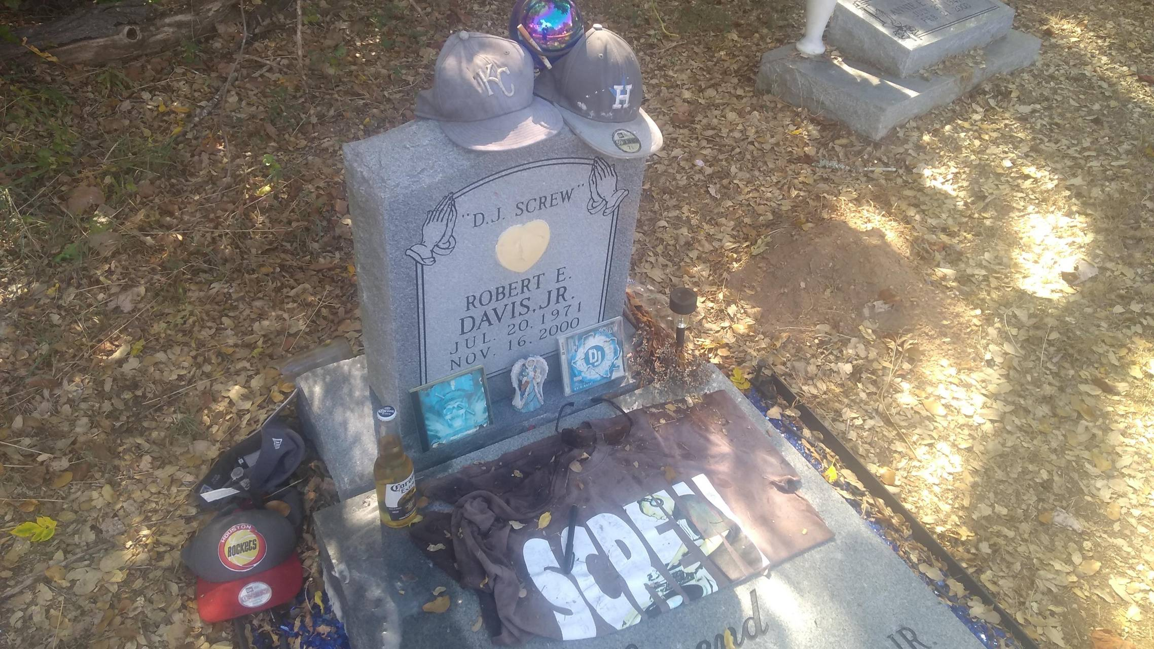 DJ S***w grave