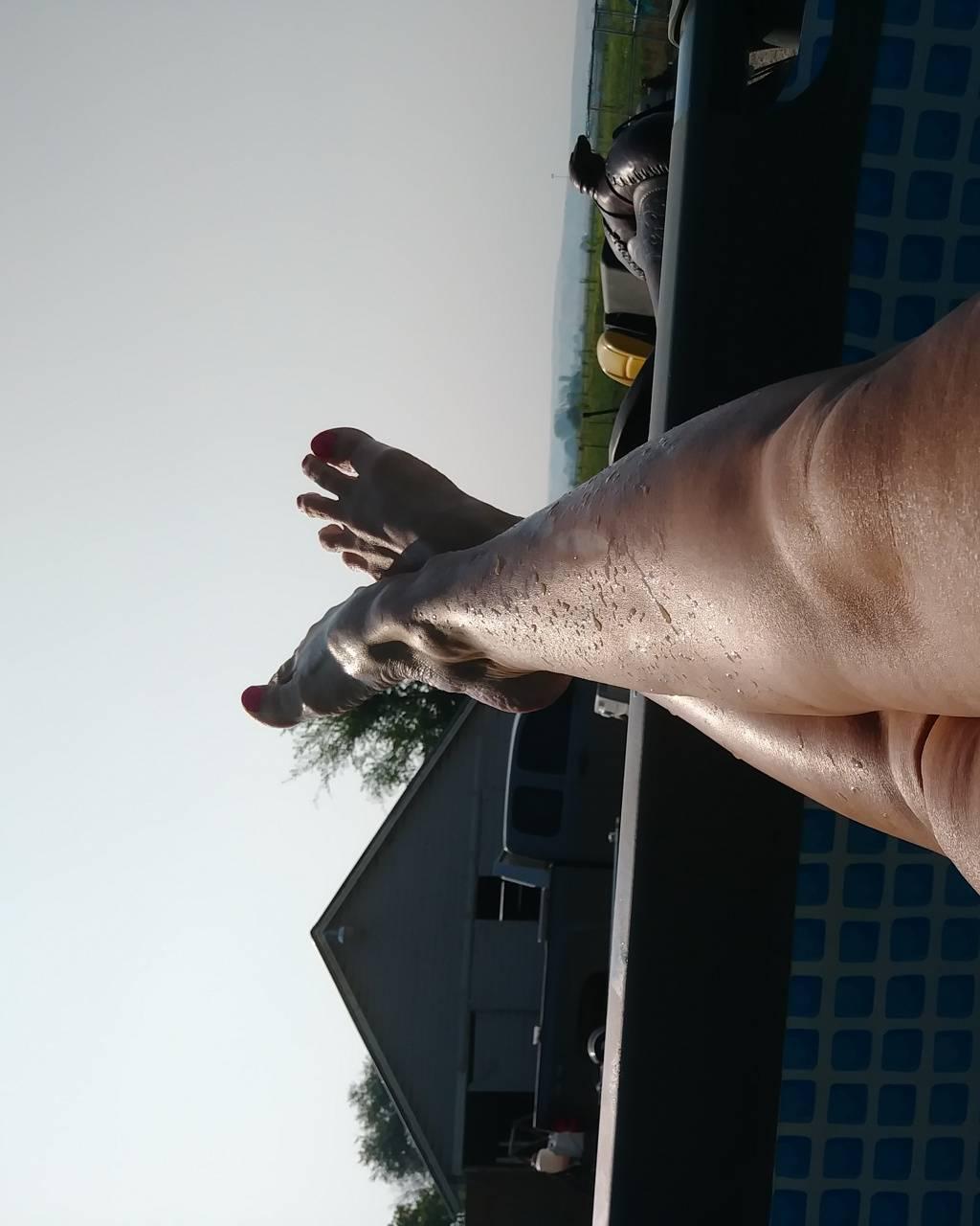 Swimming pool legs