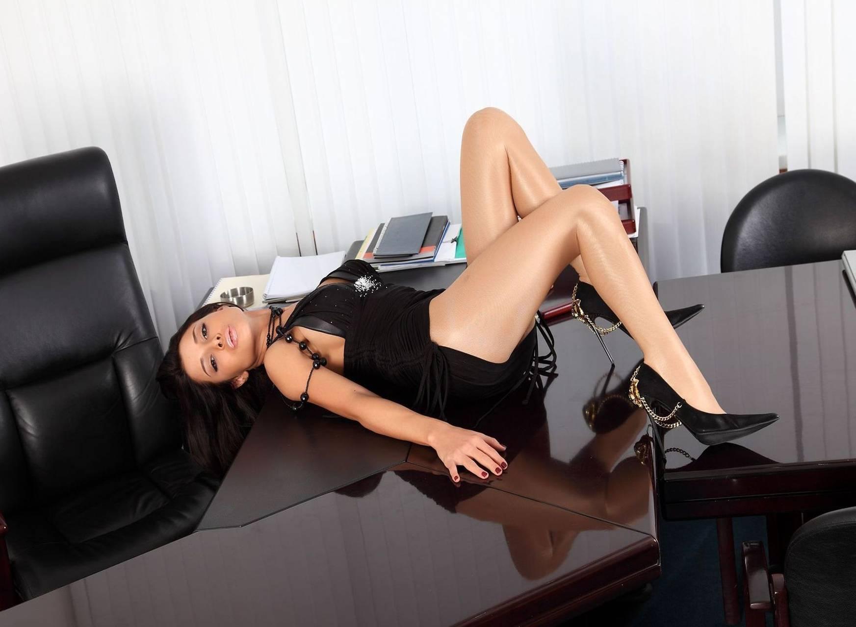 Эро фото девушек в офисной форме — 8