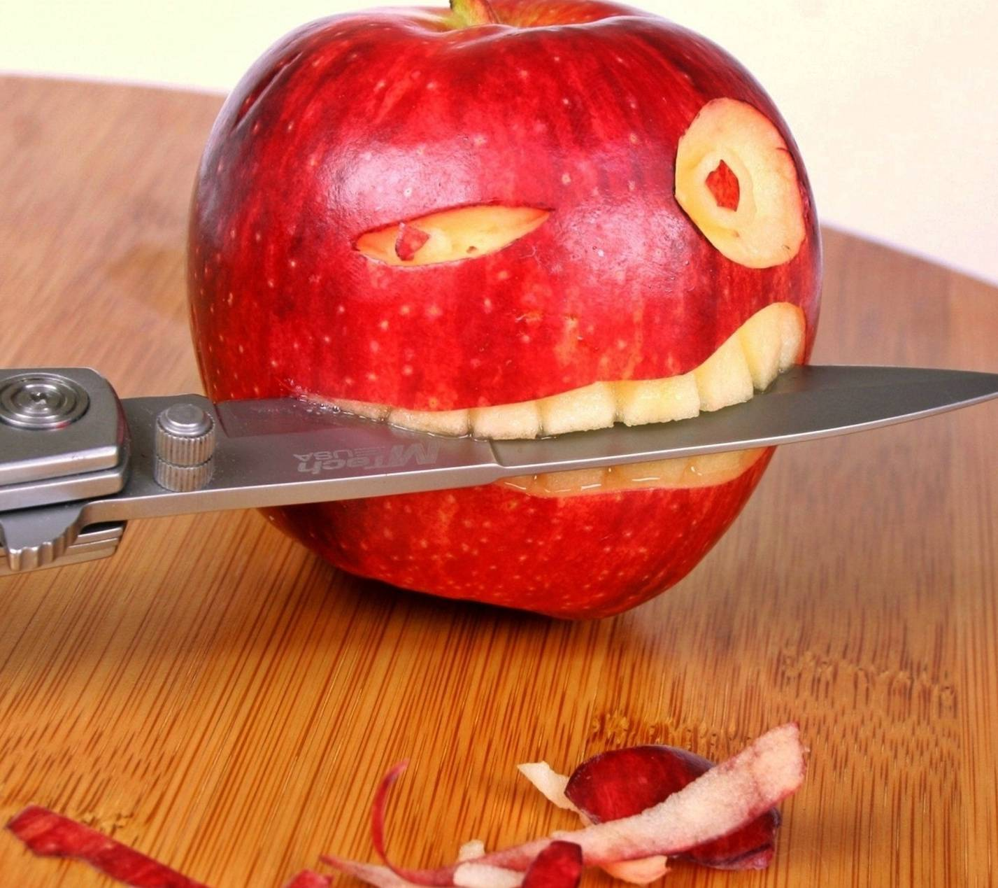 Funny Apple Wallpaper by Mr_LazY_ - 9f