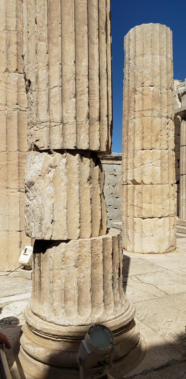 Lopsided pillar
