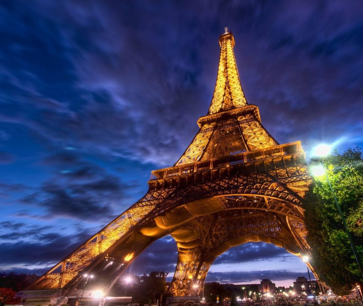 G Eifel Tower